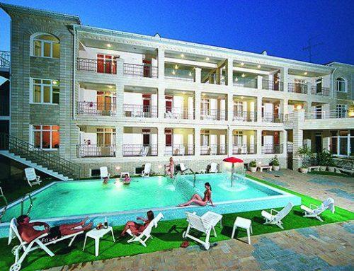Отель «Паллада 2*» бассейн  Анапа центр